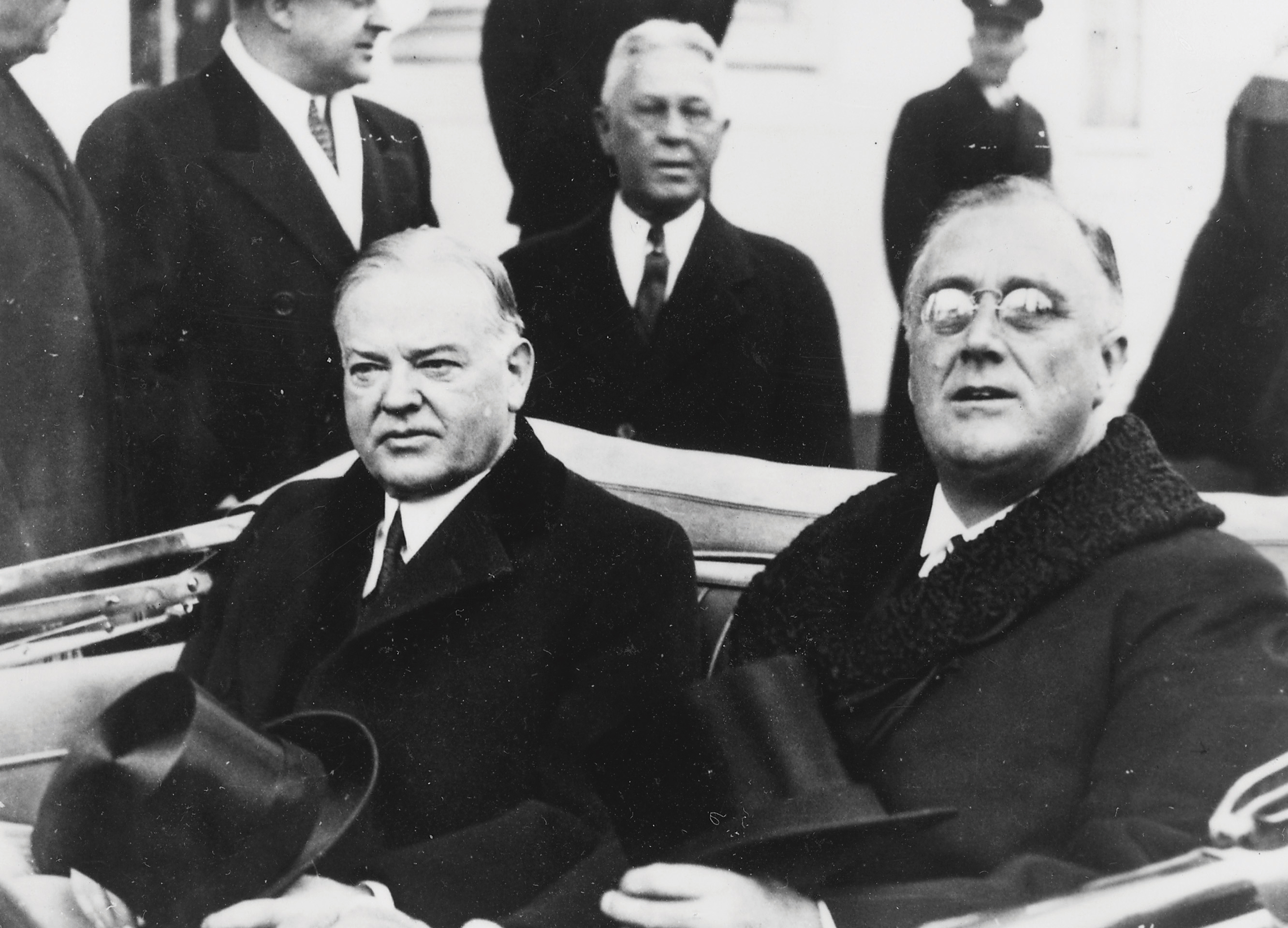 a comparison of franklin d roosevelt and herbert c hoover as presidents of the united states Who was president when the united states entered world war ii a dwight eisenhower b herbert hoover c harry truman d franklin roosevelt - 379264.